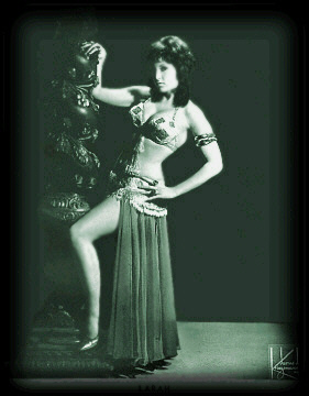Burlesque Dancer: Larah