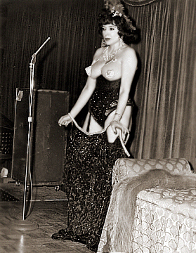 Photo of Burlesque Dancer: Evelyn West on Stage