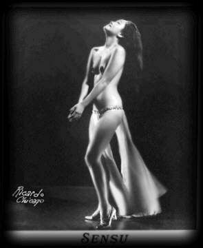 Sen Sue Vintage Burlesque dancer photo 1